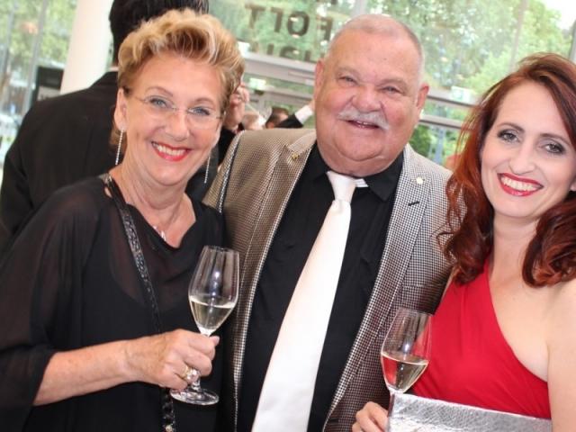 Gerti und KR Peter Schenk mit Birgit Nöckl