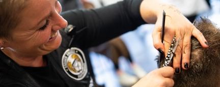 Barber Angels: Mit Kamm und Schere für den guten Zweck